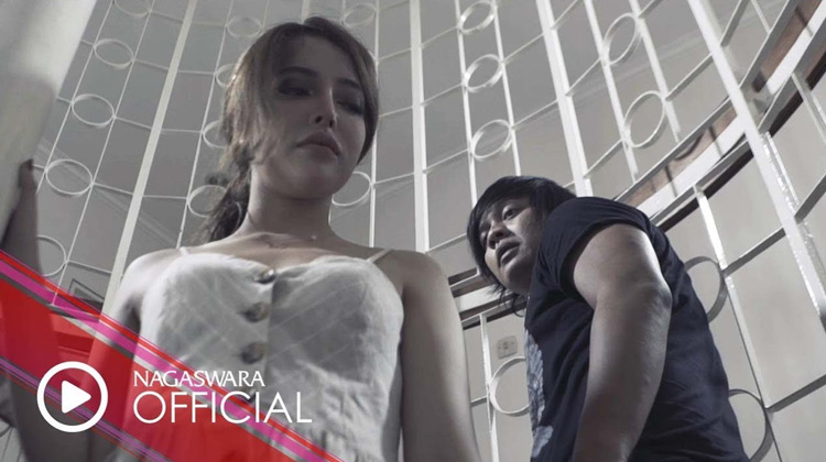 Cinta Dan Sakit Ini (Official Music Video)