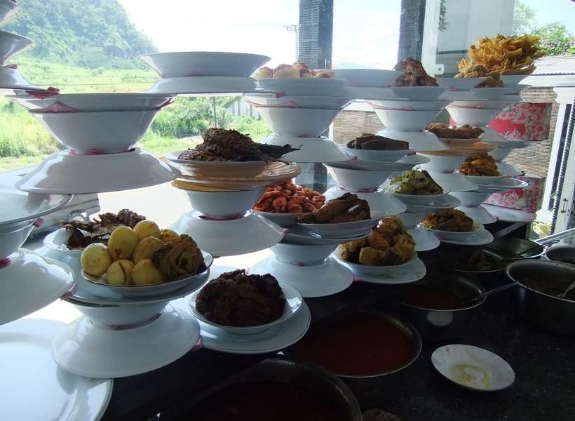 Fenomena Rumah Makan Seporsi Rp10 Ribu